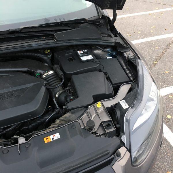 Laitteen asennus autoon